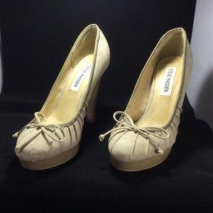 3 for $30 Steve Madden Tan/ beige heels size 37